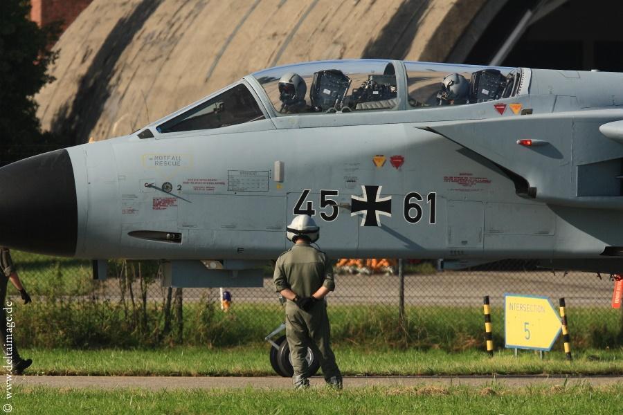 PE1D2569MRCA_Tornado_Fly_Out
