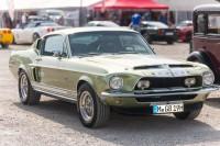 Auch ein Shelby darf sich neben die Corvette stellen.