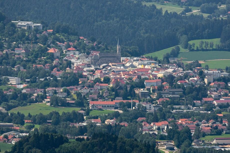 fernsicht vom haidel nach waldkirchen und kreuzberg im bayerischen wald